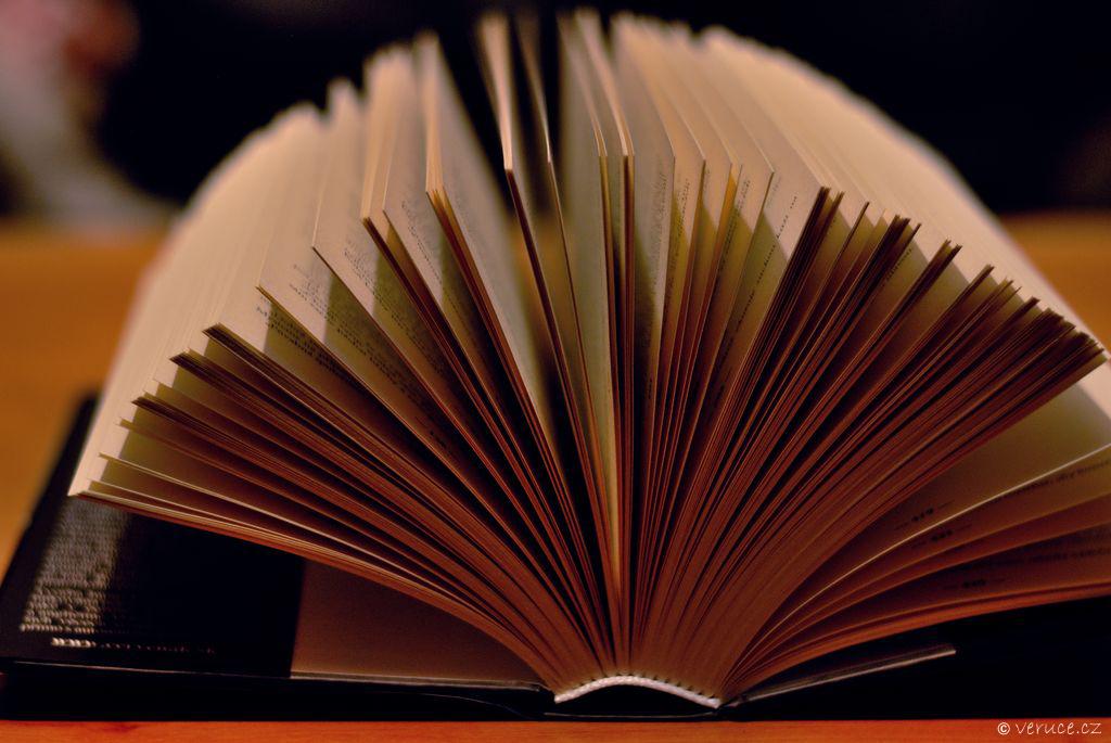 Otevřená kniha - barevná
